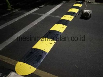 Jasa Pemasangan Rubber Speed Bump