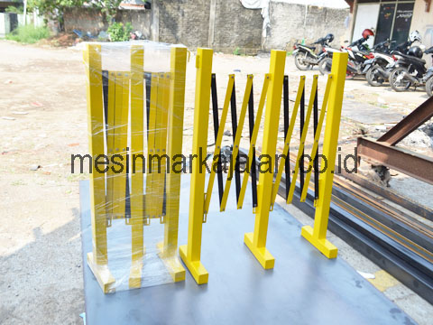 Road Barrier Besi Lipat