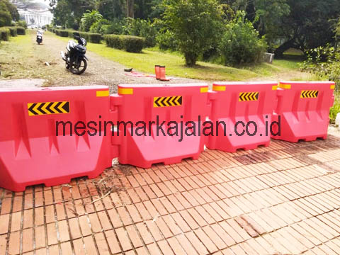 Pembatas Jalan / Road Barrier
